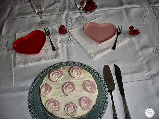 bolo de veludo castanho ou red velvet falso com creme de queijo