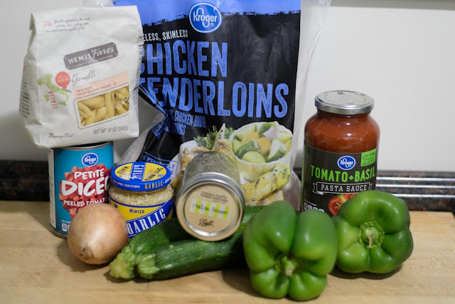 The ingredients needed to make the crockpot chicken cacciatore recipe.