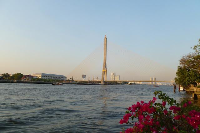 TajZachód słońca nad rzeką Menam