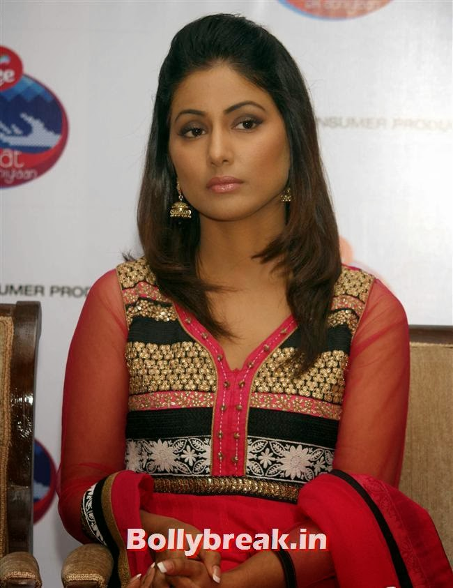Hina Khan during a press meet to handover the donated woolens to children from Aarohan,, Hina Khan at Raahat Ek Abhiyaan Initiative Event