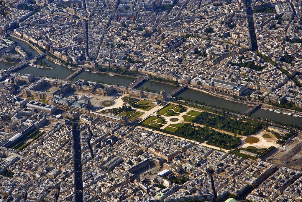 https://3.bp.blogspot.com/-SsUlzas_Kt0/VKv8AZNMRUI/AAAAAAAALL4/48IYx0ClL6Y/s1600/1024px-Louvre_Paris_from_top.jpg