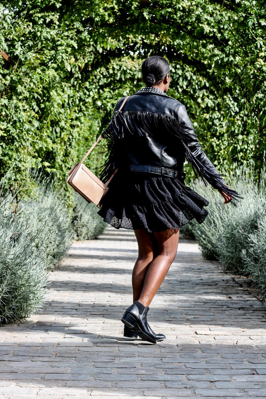 tenue-robe-avec-une-veste-a-frange