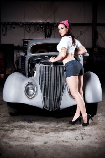 Pin up girl car naked can