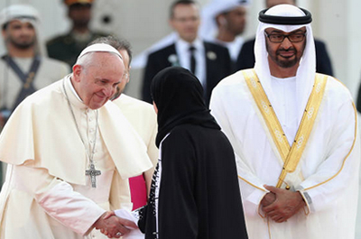 Papa Francisco llega a Emiratos Árabes