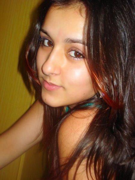 Hot Indian Girls Captured By Hidden Camera  Beauty Tips -9027