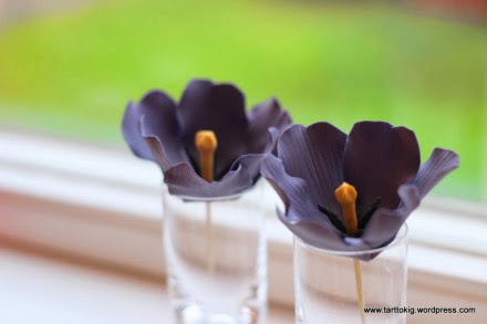 http://tarttokig.wordpress.com/2014/01/09/tutorial-open-purple-tulip/