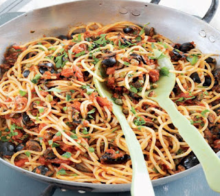 Spaghetti with Anchovies and Tomatoes Recipe