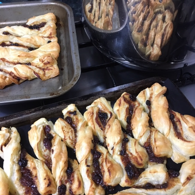 Recipe: Mince Pie Twists - Don't waste Xmas Leftovers