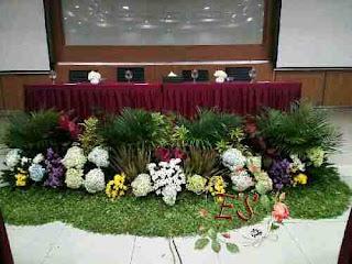 sewa dekorasi taman panggung full bunga