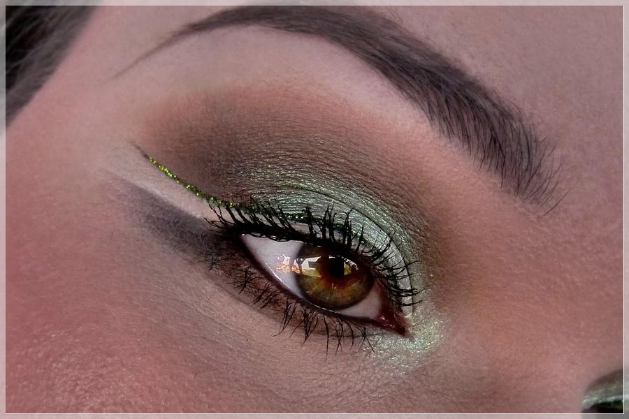 negative space Glitter eyeliner
