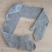 https://laukkumatka.blogspot.fi/2017/12/lapashuivi-mittens-and-scarf-in-one.html