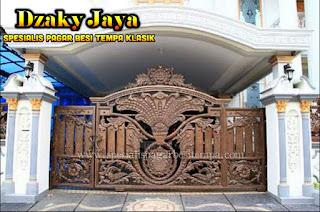 Foto Pintu Gerbang Besi Tempa Mewah yang cocok untuk Rumah Klasik