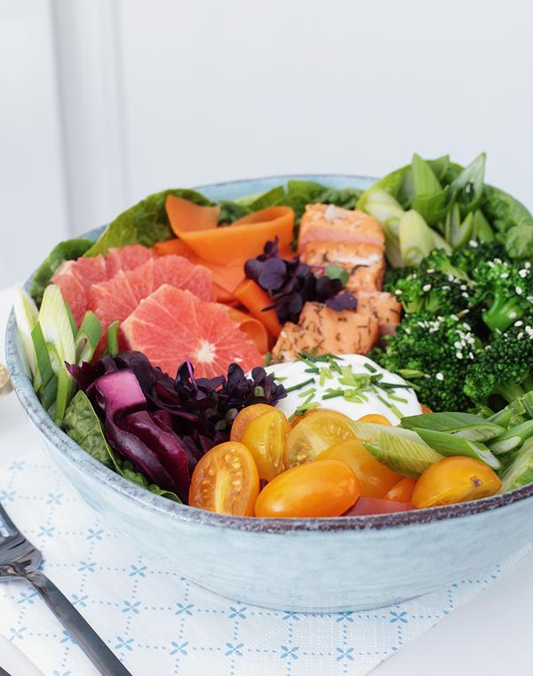Salat-Bowl mit Stremellachs
