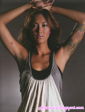 model-indonesia-yang-berani-foto-seksi-harian-wanita-hawania-fahrani
