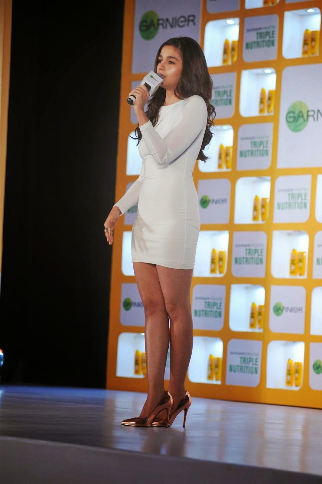 Alia Bhatt Legs Hd Hot Photos In Short Dress - 7 Pics-9416