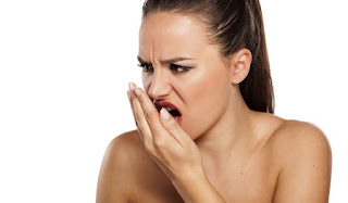 How to get rid of bad breath naturally at home.