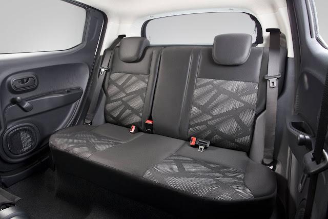 Fiat Mobi - interior - espaço traseiro