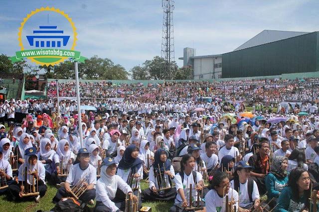 Rekor 20.000 Permainan Angklung dari Bandung untuk Perdamaian Dunia