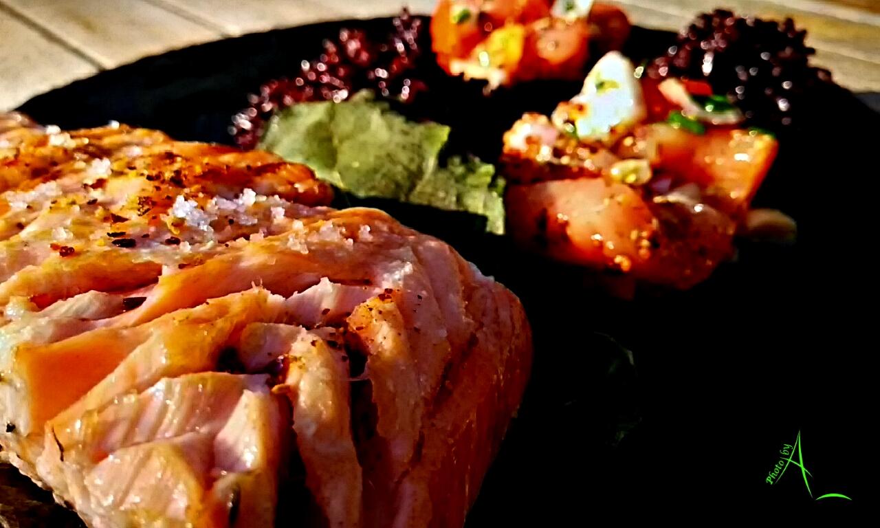 La cuisine de christine saumon en feuilles de figuier au for Saumon en papillote au barbecue