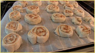 rollo de canela, roles de canela, cinnamon rolls, rollitos de canela, pan de canela, espiral de canela
