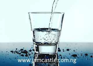 10 HEALTH ADVANTAGES OF DRINKING WATER