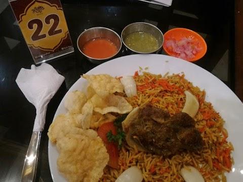 Pengen Makan Kuliner Citarasa India atau Timur Tengah? Ya ke Resto Khoja Aja
