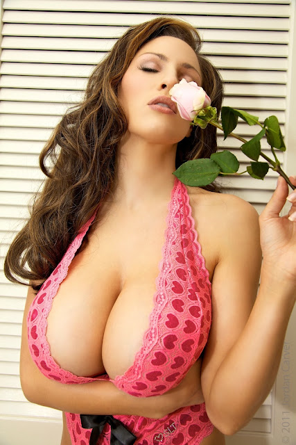 Jordan-Carver-Valentine-sexy-photo-shoot-HD-image-3