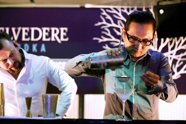 Making my own Belvedere Martini, under the watchful eyes of Marek Vojcarcik, the Asia Pacific Brand Ambassador for Belvedere Vodka