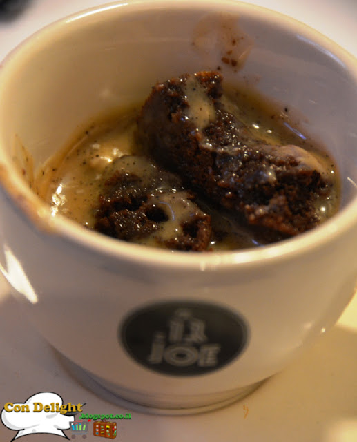 brownie swiming in coffee קינוח קפה