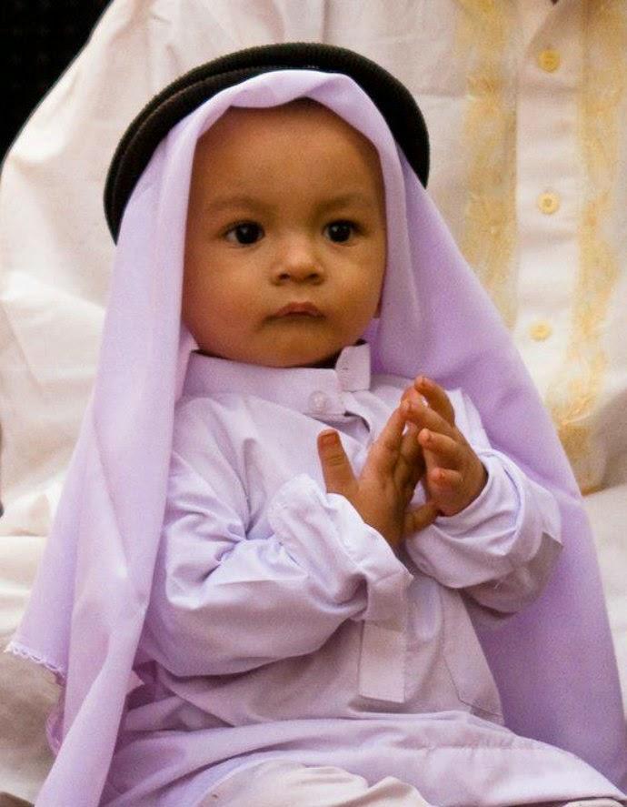 Kumpulan Lucu Anak Kecil Sedang Berdoa