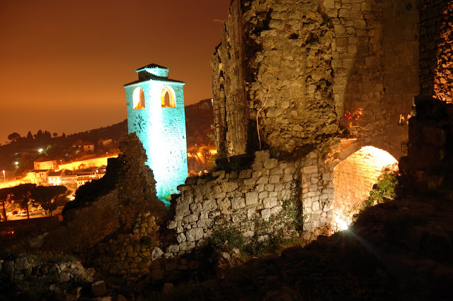 Башня в темноте