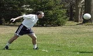 Pengertian Heading Menyundul Bola Teknik Dasar