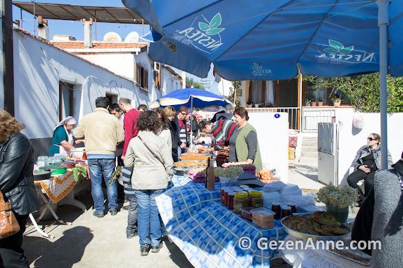 Sığacık pazarinda ürünler direkt üreticiden, Seferihisar İzmir