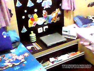 pembuatan setting kamar tidur anak konsep minimalis - meja belajar sekaligus rak buku - contoh hasil-hasil produksi setting desain interior dari bengkel kerja Tris Workshop