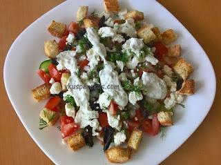 овощной салат с сыром и черносливом