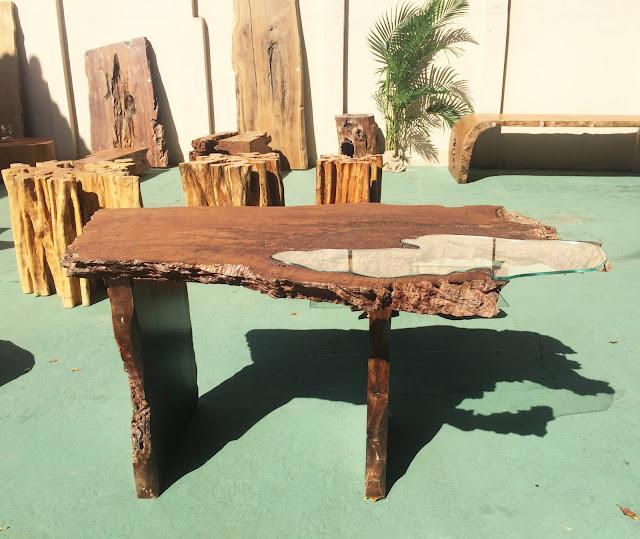 buffet com vidro e madeira sustentável