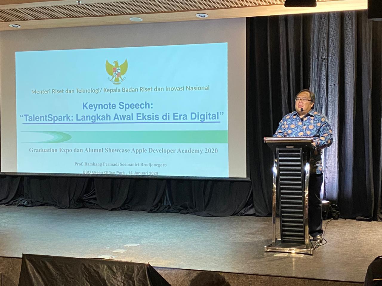 Ratusan Talenta Muda Digital Lulus dari Apple Developer Academy di BSD City dihadiri oleh Menteri Riset Teknologi Indonesia