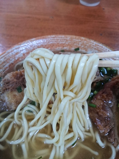 軟骨そば(大)の麺の写真