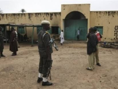 Many Nigerian Prisoners Escape from Minna Prison, Officer Killed