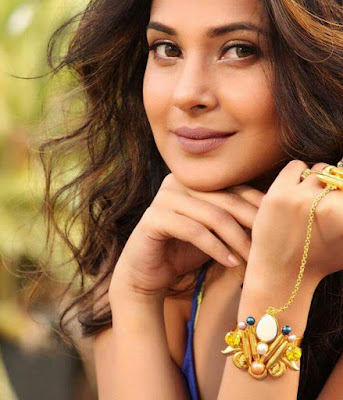 Jennifer Winget Wiki Biography, Image, Age, Wallpaper,Personal Profile,Tv Serial,Indian Hottie