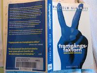 """Framgångsfaktorn – som skapar vinnarna  av Malcolm Gladwell  Tror boken heter """"Outliers"""" - The story of success,  i dess orginalutförande."""
