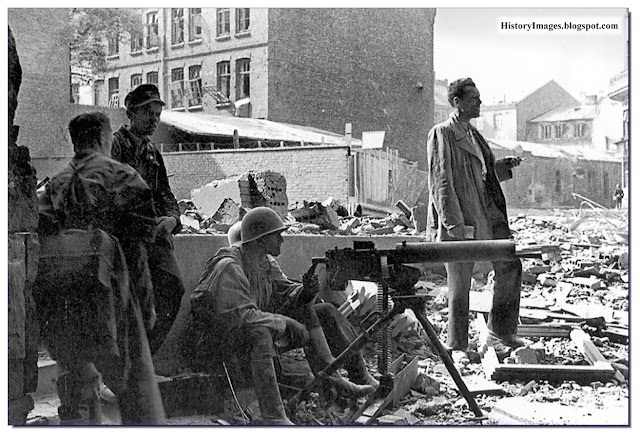 Polish Home Army fighters  with  7.92 machine gun Warsaw Uprising 1944