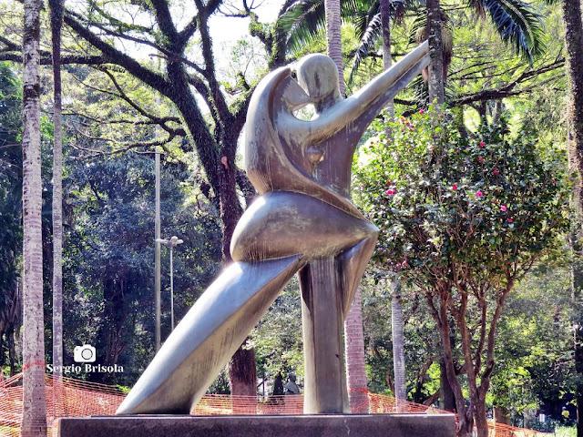 Close-up da Escultura O Tango - Parque Buenos Aires - Higienópolis - São Paulo