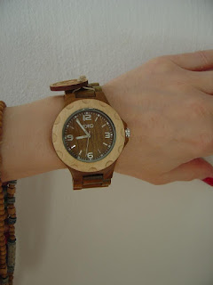 JORD Sully Natural Green wood watch close up without fingers.jpeg