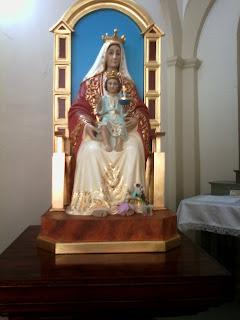 Te doy gracias, Señor, de todo corazón,  te cantaré en presencia de los ángeles. Me postraré ante tu santo Templo.