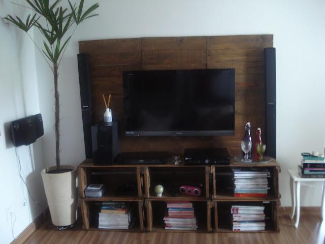 reutilizar caixotes de madeira rack sala tv