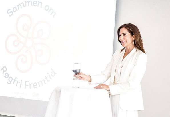 Crown Princess Mary with TrygFonden and Danish Cancer Society attended WHO' World No Tobacco Day event. She wore a white Massimo Dutti Pantsuit