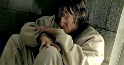 The Walking Dead Season 7 Episode 3 - Daryl as a prisoner in his cell