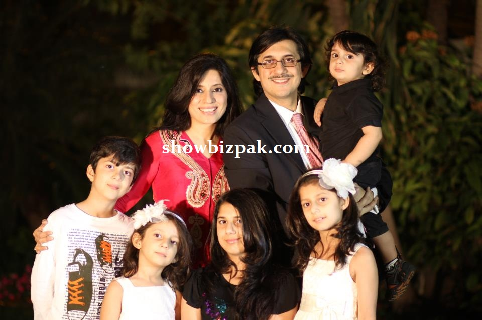Momina Duraid With Family