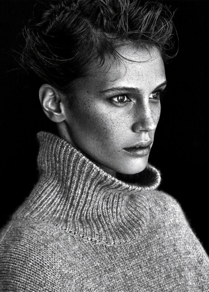 Classic Cozy Turtleneck And Denim Fall Outfit Inspiration – Marine Vacth French Style